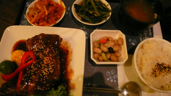 P1080121-醬燒茶香雞腿套餐.JPG