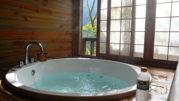 P1090132-按摩浴缸.JPG