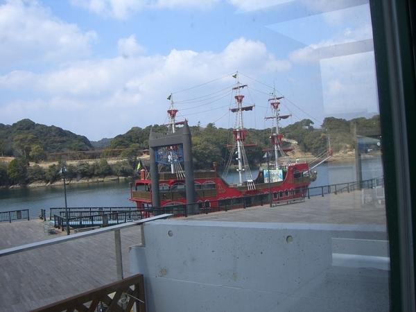 另一艘遊船