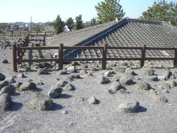 被岩漿吞沒的房舍