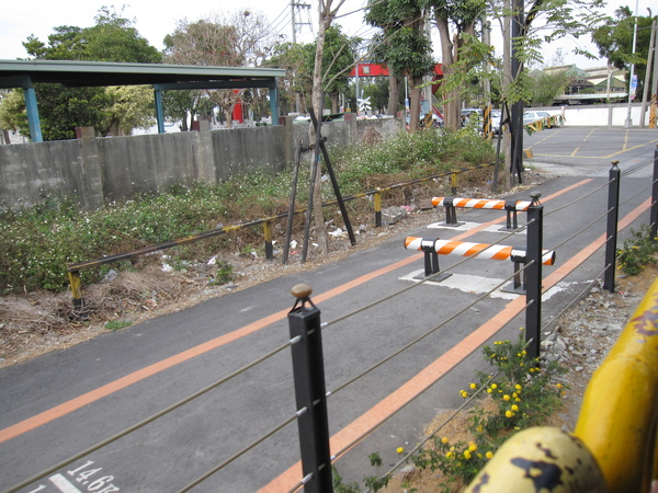 鐵道旁的自行車道