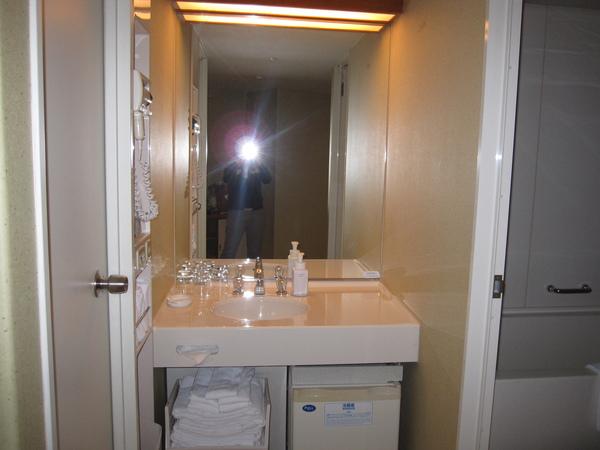 左右是廁所和浴室