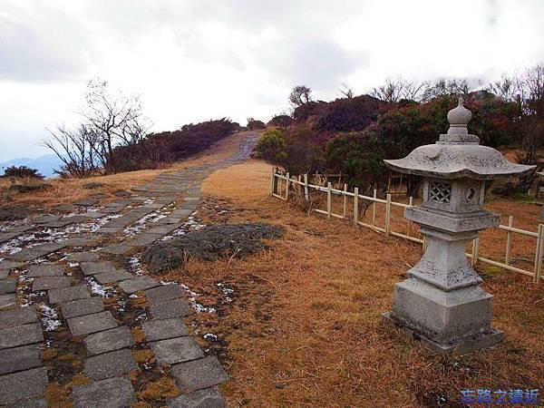 17鶴見岳石燈籠.jpg
