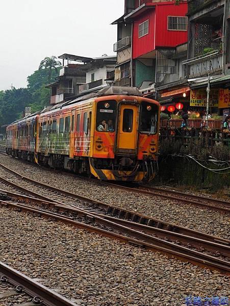 6十分平溪線火車-2.jpg