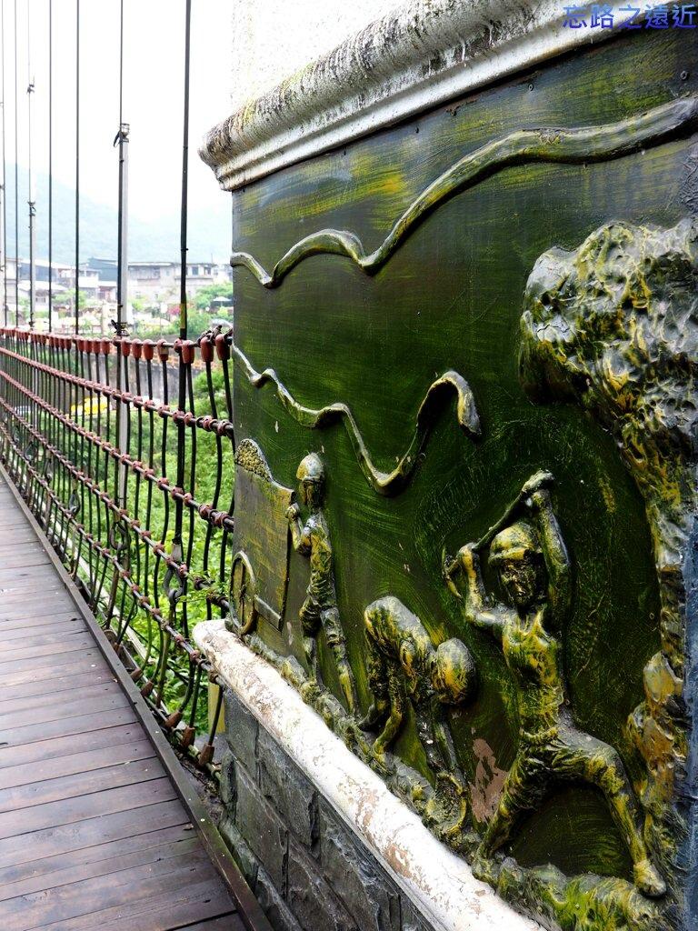 10十分靜安吊橋橋尾雕塑.jpg