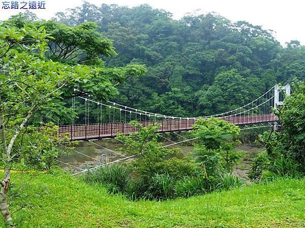14十分遊客中心旁吊橋.jpg
