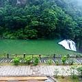 22十分瀑布旁休息區.jpg