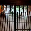 28雪行廊玄關往外.jpg