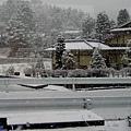 2往飛驒沿路飛雪-2.jpg