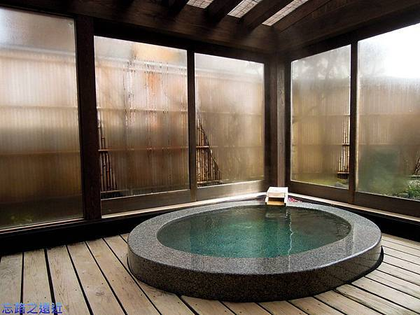 29八ツ三館客室露天風呂.jpg