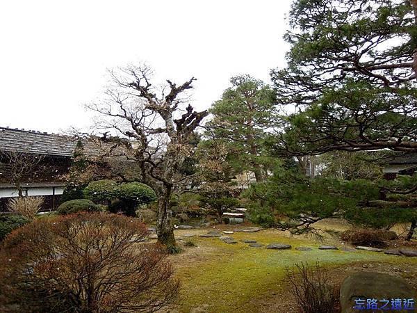 7高山陣屋庭園-1.jpg