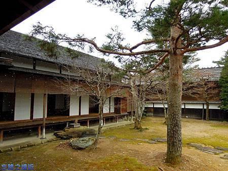 8高山陣屋庭園-2.jpg