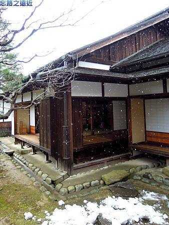 9高山陣屋庭園-3.jpg