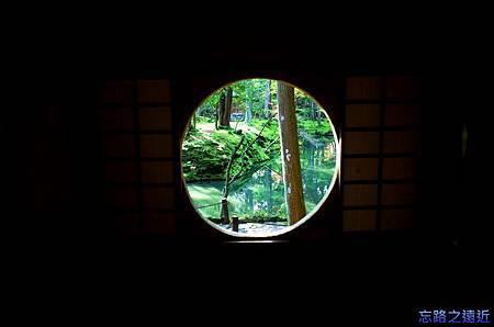 38苔寺潭北亭園窗.jpg
