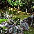 44苔寺枯山水石組.jpg