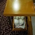 16龍名館Forus A房型床邊桌.jpg