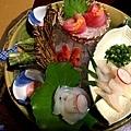 54河津石田屋晚餐生魚片.jpg