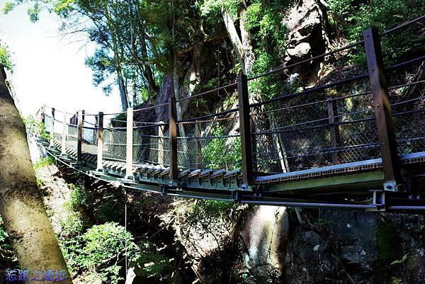 6瀑布梯橋.jpg