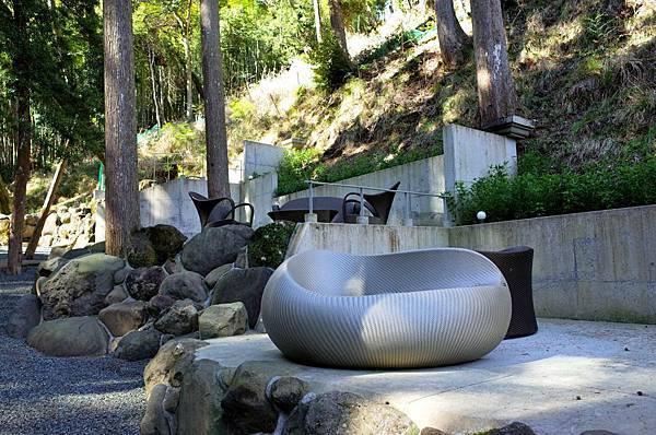 32渡月莊金龍宙庭園造型座椅.jpg