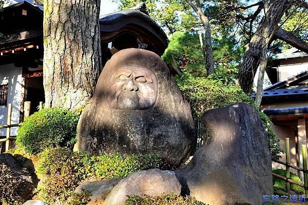 20修禪寺本堂前達摩像.jpg