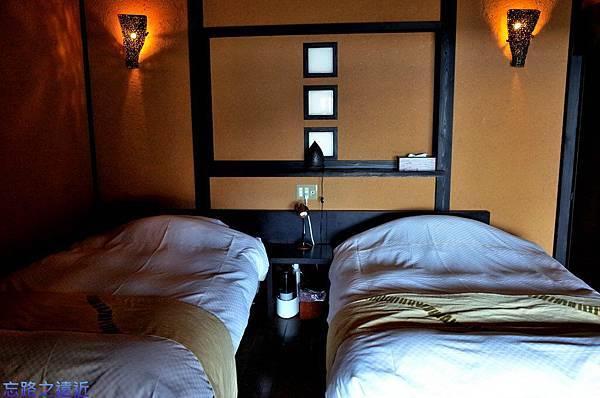 39枇杷客房橙洋室床組.jpg