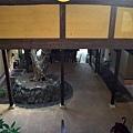 54枇杷三樓階梯下望.jpg