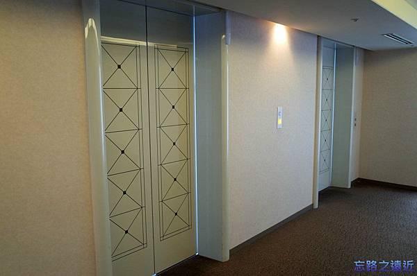 6靜岡世紀酒店電梯口.jpg