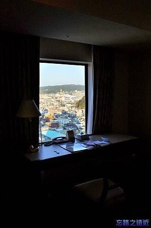 11靜岡世紀酒店房間書桌.jpg