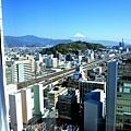 12靜岡世紀酒店房間書桌前窗.jpg