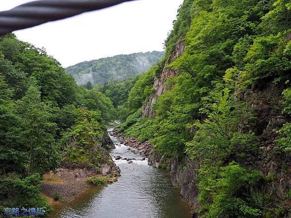 18定山溪溫泉二見吊橋豐平川.jpg