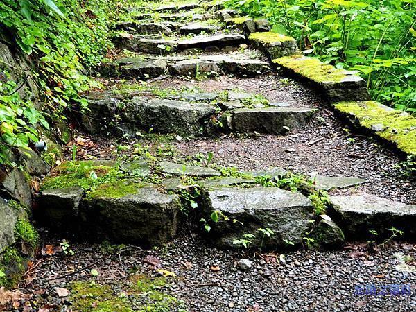 20定山溪溫泉散策路石階.jpg