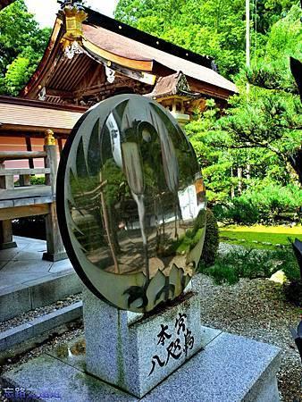 33熊野本宮大社拜殿前八咫烏-2.jpg