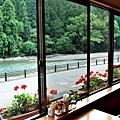 8あしたの森窗台.jpg