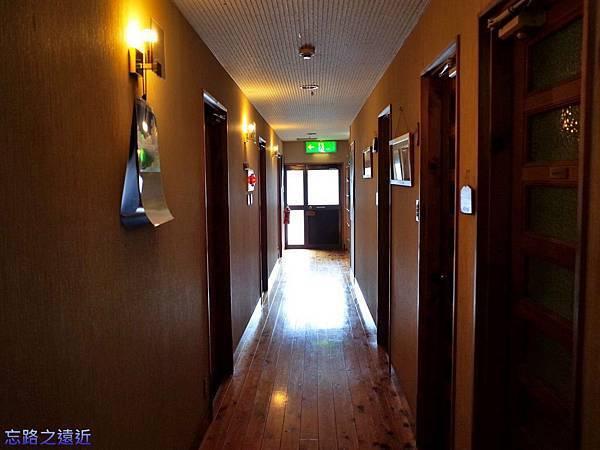 13あしたの森客室走廊.jpg