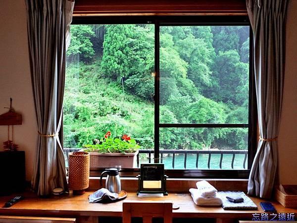 17あしたの森房間書桌.jpg