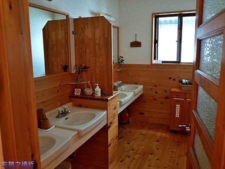 22あしたの森盥洗室.jpg