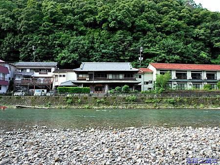 40川湯溫泉大塔川畔望龜屋旅館.jpg