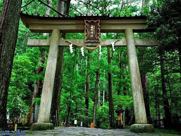 2飛瀧神社鳥居-1.jpg
