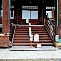 15清涼寺本堂入口.jpg