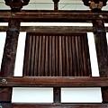 10唐招提寺金堂側面窗.jpg
