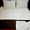 10房間雙人床.jpg