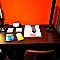 11房間書桌.jpg