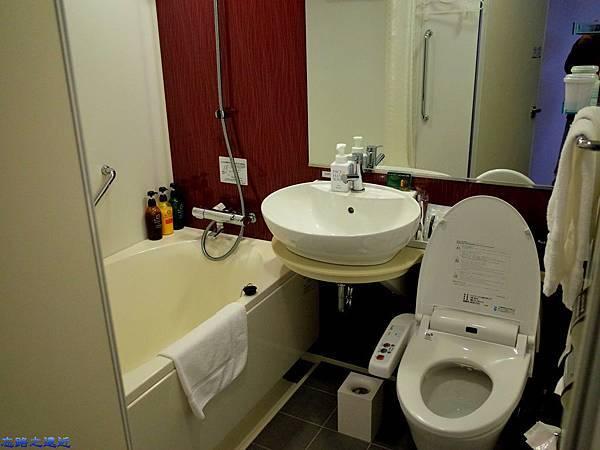 13房間衛浴.jpg