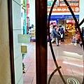 5神戶patisserie gregory collet望窗外元町商店街.jpg
