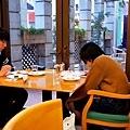 23神戶patisserie gregory collet 窗邊.jpg