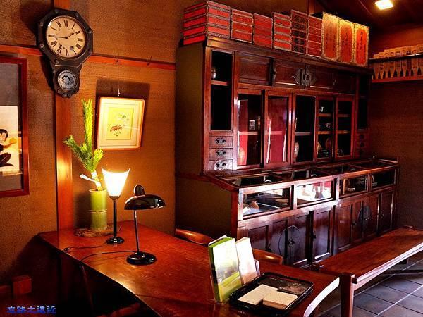 6鍵善良房書桌物櫃.jpg