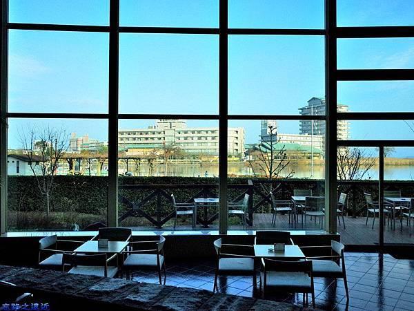 6綠水亭大廳面對琵琶湖.jpg