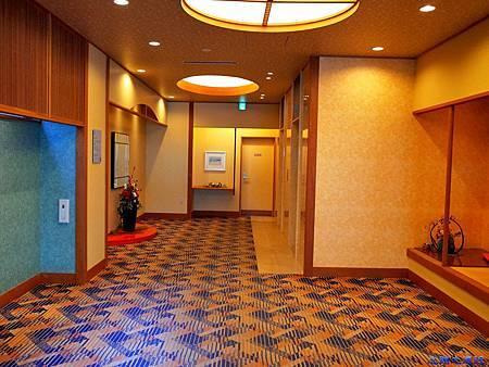 10綠水亭電梯口.jpg