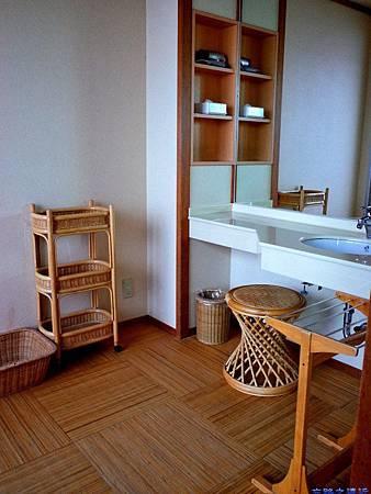 20綠水亭客室溫泉盥洗處.jpg