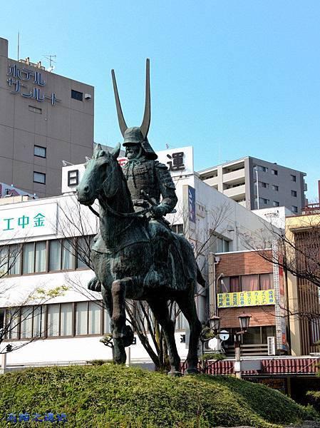 1彥根站前井伊直政雕像.jpg